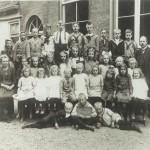 Website Moerkapelle OLS 1924-1925, met juffrouw Torreman en meester Van der Giessen (schoolhoofd)